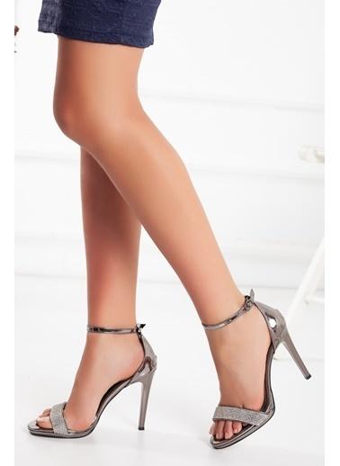 Dilimler Ayakkabı Dilimler Ayakkabı 10 Cm Topuk Parlak Rugan Malzeme Platin Kadın Platform Topuk Ayakkabı Gri